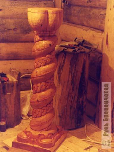 Деревянная угловая полка для цветов