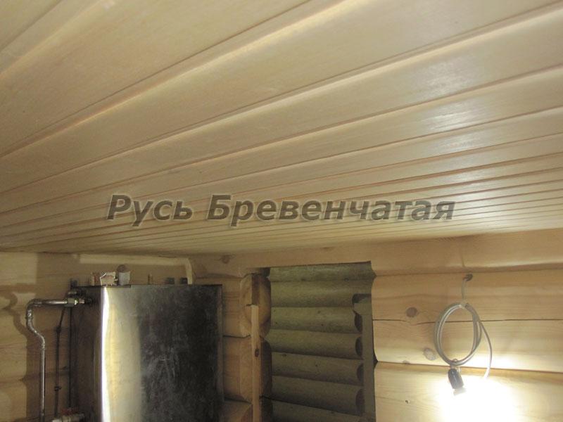Потолок в бревенчатой бане